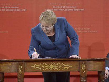 Michelle Bachelet, durante a promulgação da lei da conta pública.