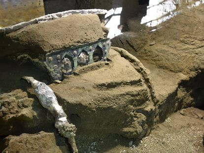 A descoberta de uma carroça romana na área arqueológica de Pompeia