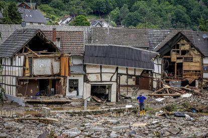 Chuva causa desabamento de casas na cidade de Schuld, na Alemanha, nesta quinta-feira.