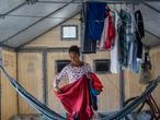 BOA VISTA, RORAIMA BRASIL, OUTUBRO 2020: Stefanie é imigrante venezuelana e saiu de um abrigo em Boa Vista para trabalhar numa loja de vestuário em São Paulo. O processo de interiorização dos refugiados venezuelanos vivendo no Brasil é promovido pela Operação Acolhida. (Photograph: Victor Moriyama)