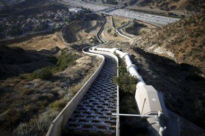 O aqueduto que abastece Los Angeles, nesta segunda-feira.