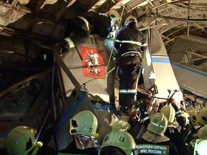 O trabalho da equipe de resgate.