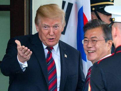 Donald Trump nesta terça-feira na Casa Branca, junto com o presidente sul-coreano, Moon Jae-in