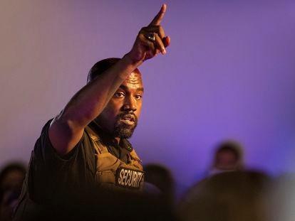Kanye West em seu primeiro ato de campanha em Charleston, Carolina do Sul.