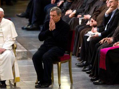 O papa Francisco junto ao sacerdote Ciotti, durante uma vigília pelas vítimas da máfia, nesta sexta-feira.