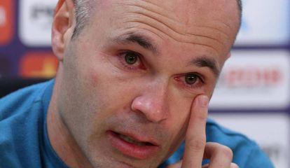 Iniesta se despede do Barcelona entre lágrimas.