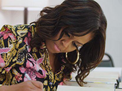 Michelle Obama, em uma cena de 'Becoming.