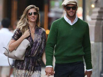 Gisele Bündchen e Tom Brady durante passeio em Nova York, em junho.