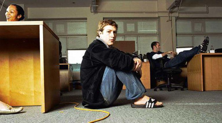 Mark Zuckerberg nos primeiros escritórios do Facebook.