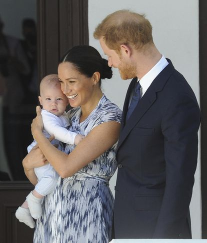 Os duques de Sussex com seu filho Archie, durante viagem à África do Sul.