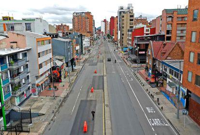 As ruas semivazias de Bogotá (Colômbia), esta semana, durante o confinamento.