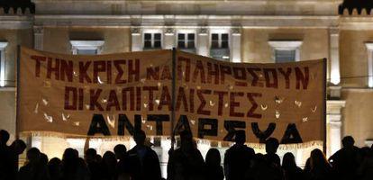 Manifestantes no parlamento grego em novembro de 2012.