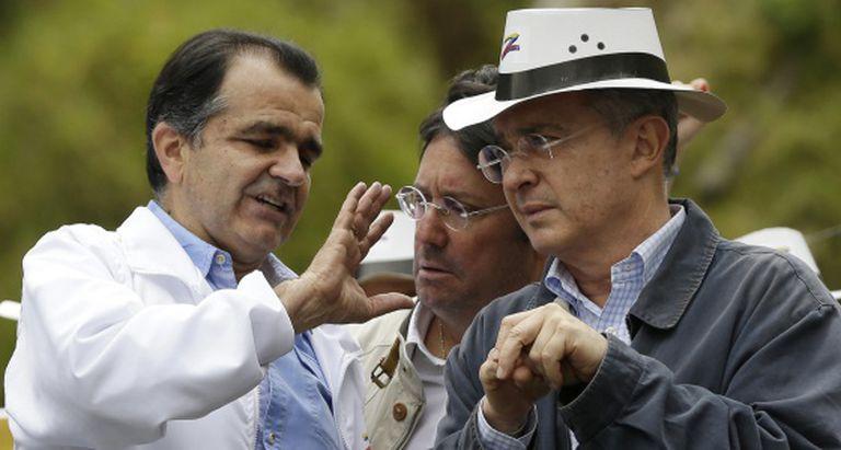 Zuluaga e Uribe, em um ato eleitoral.