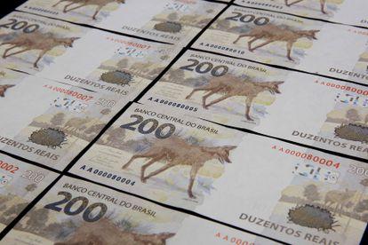As notas de 200 reais.