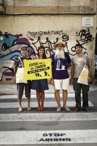 Joan Moranta, Angélica Guzmán, Manel Domènech e Pere Perelló, integrantes da plataforma de Mallorca Ciutat per a qui L'Habita.