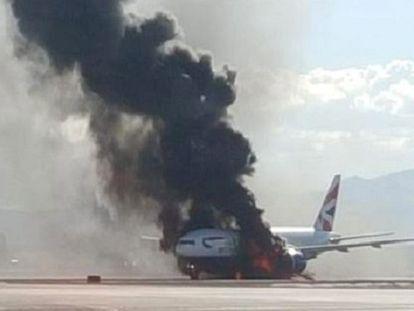 Avião lotado pega fogo em Las Vegas, mas ninguém fica ferido