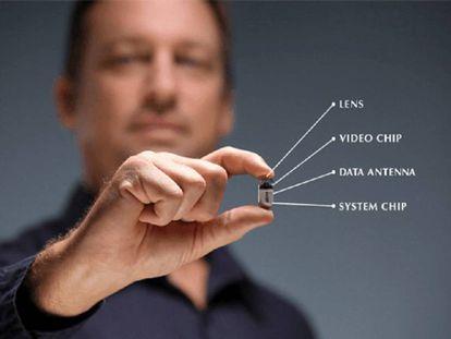 A PillCam COLON, uma cápsula ingerível com uma microcâmera dentro para substituir a colonoscopia.