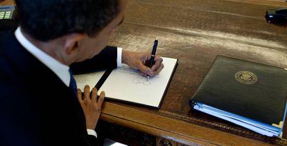 Barack Obama despacha em seu gabinete