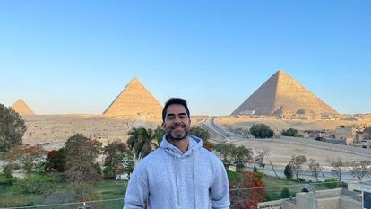 O médico Victor Sorrentino, no Egito, em uma imagem publicada em suas redes sociais.