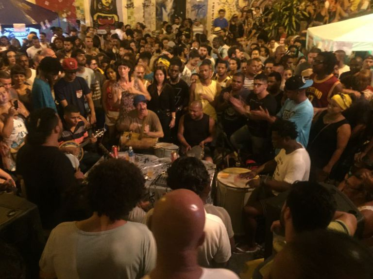 Roda de samba na Pedra do Sal, no Rio de Janeiro.