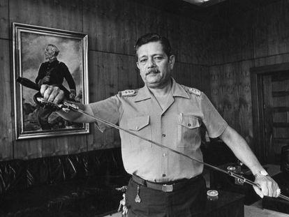 O militar Luis Fernando Cisneros, perseguidor de exilados políticos argentinos depois exterminados pela Junta Militar.