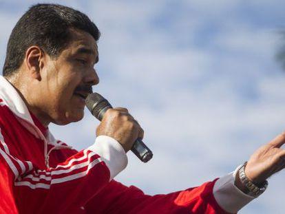 O presidente Nicolás Maduro fala ante seus seguidores.