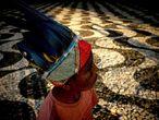Un niño indígena durante la manifestación de pueblos indígenas en Manaus (Brasil) contra las decisiones del Gobierno Federal brasileño como la revisión de las demarcaciones de los territorios indígenas y la retirada de la Fundación Nacional del Indio (FUNAI) del Ministerio de Justicia.