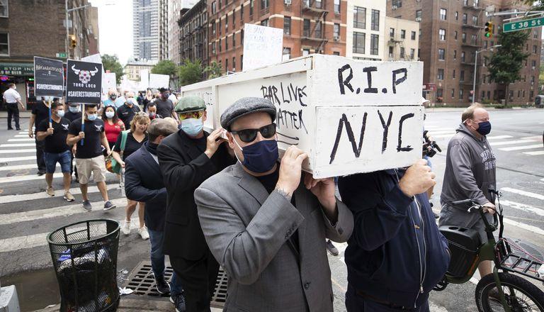 Hoteleiros de Nova York protestaram nesta segunda-feira contra as restrições em seu setor por causa da pandemia.