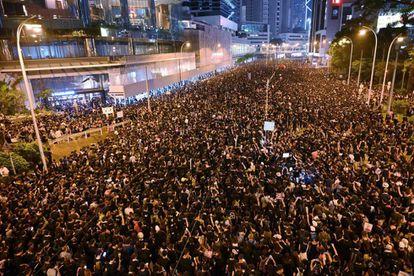 Centenas de milhares de pessoas se manifestam em 16 de junho em Hong Kong.