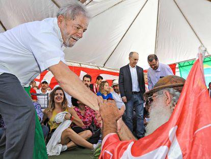Lula participa de evento contra o impeachment em abril