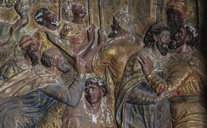Detalhe de 'O Beijo de Judas', dentro do retábulo de Quintanilla de Riofresno, em Burgos (Espanha).