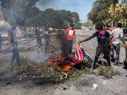 Protestos em Porto Príncipe para exigir a renúncia do presidente Jovenel Moïse.