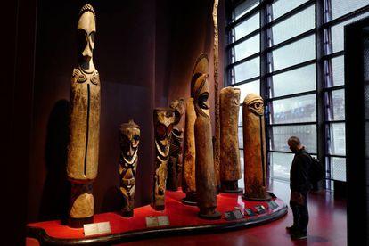 Uma das salas do museu do Quai Branly de Paris, que abriga até 70.000 peças da África subsaariana.