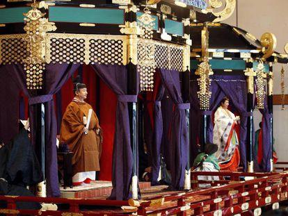 O imperador Naruhito e a imperatriz Masako durante a cerimônia de coroação nesta terça-feira em Tóquio (Japão).