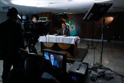 O presidente Bolsonaro durante gravação de pronunciamento oficial sobre vacinas contra covid-19.
