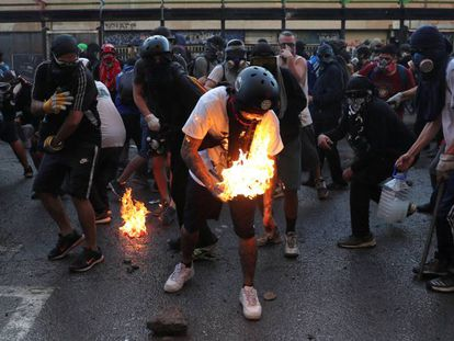 Cena de um protesto em Santiago, na última sexta-feira. No vídeo, imagens das manifestações durante o fim de semana.