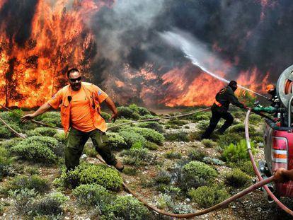 Bombeiros e voluntários em Kineta