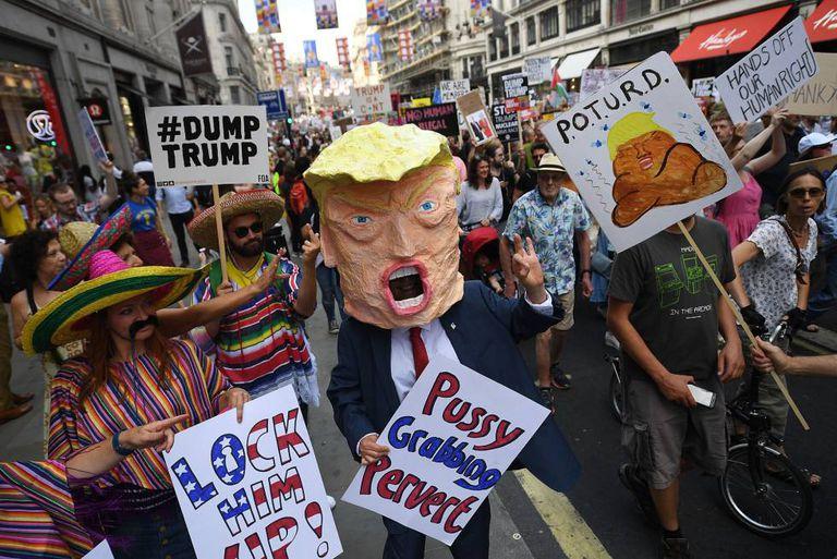 Manifestantes contra a visita de Trump na sexta-feira em Londres.