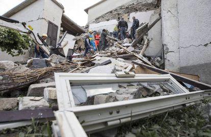 Vários edifícios derrubados pelo terremoto que sacudiu o centro da Itália.