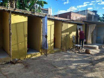 """Clínica de repouso mantinha mulheres em """"celas"""" sem banheiros, na cidade de Crato."""