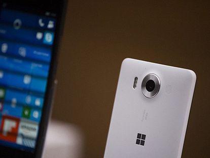 Microsoft apresenta seu primeiro 'laptop' para competir com a Apple
