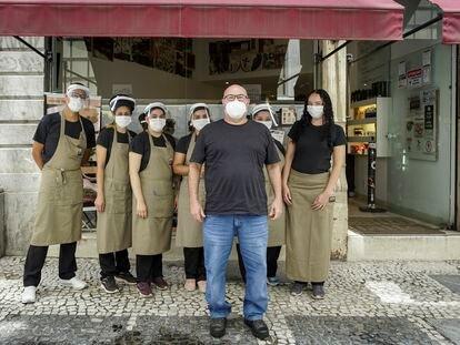 Vitor Sapolnik reduziu de 12 para sete funcionários na loja principal do Caffè Latte, no centro de São Paulo.