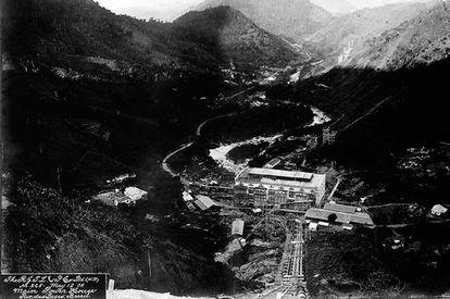 Usina hidrelétrica da empresa canadense Light em construção no Ribeirão das Lajes, no Estado do Rio de Janeiro.