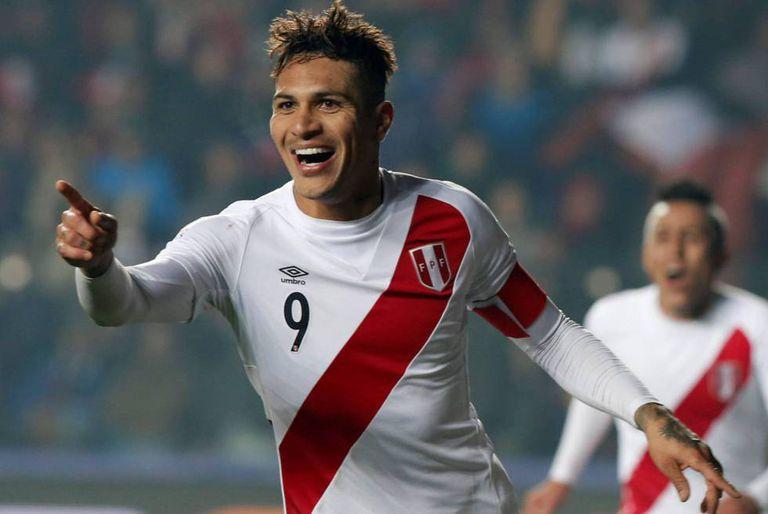 Guerrero durante um jogo pela seleção peruana.