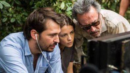 O diretor Santiago Mitre com Dolorez Fonzi e Óscar Martínez.