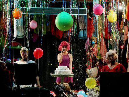 A companhia de teatro Mapa Teatro durante o ensaio de sua obra 'Los incontados: Um tríptico'.