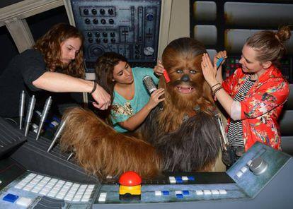 Chewbacca se embelezando para o Dia do Orgulho Nerd.