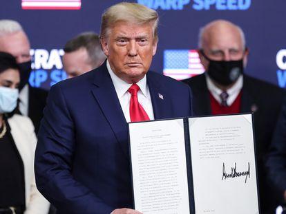 Donald Trump, presidente cessante dos Estados Unidos, depois da assinatura da ordem executiva.