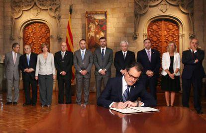 Artur Mas assina o decreto de convocação do referendo de 9 de novembro, em 27 de setembro de 2014
