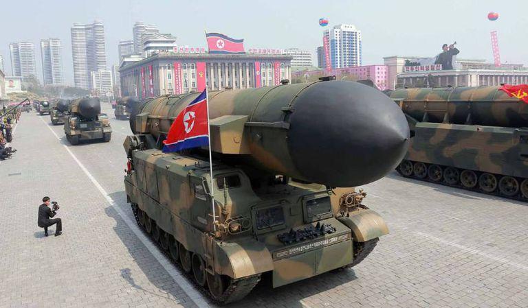Mísseis balísticos no desfile em Pyongyang.
